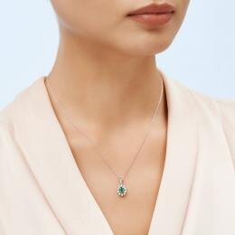 0.11 Carat Emerald Diamond Necklace