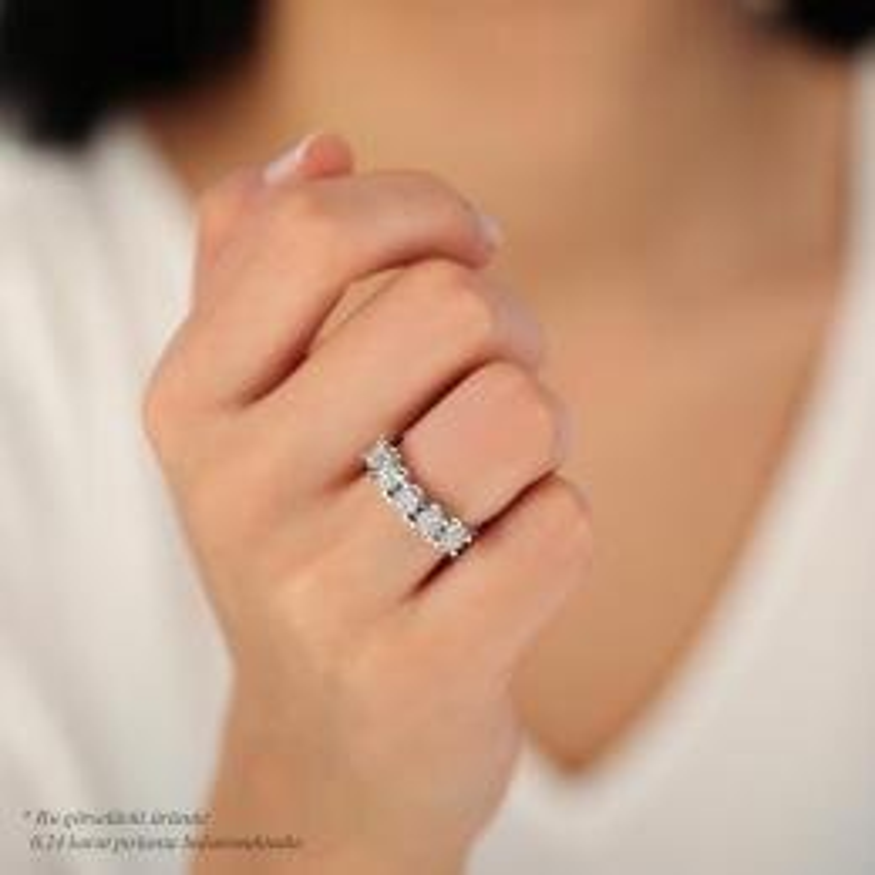 0.24 Carat Bouquet Five Stone Diamond Ring